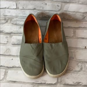 🌵3/$10 or 5/$15 Gray Toms